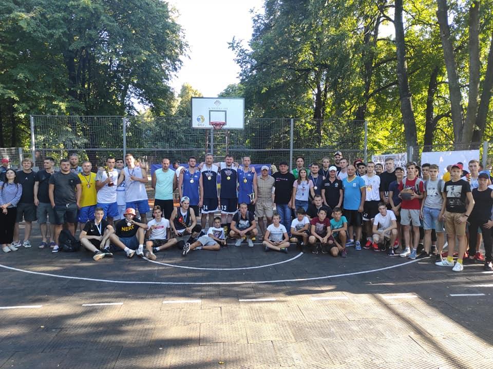 В Ромнах разыграли кубок области по стритболу