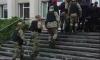 В Конотопе за порядком на сессии следят правоохранители с оружием и в бронежилетах