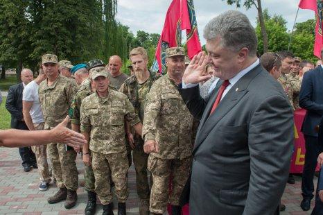 Порошенко: Инвесторы голосуют забудущее Украинского государства гривной, евро, долларом ифунтом