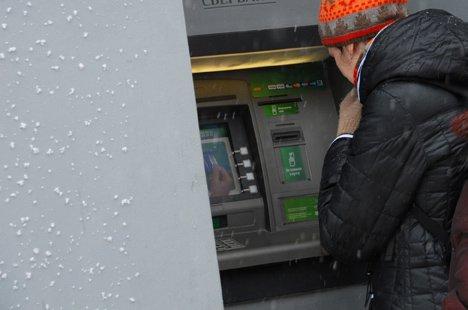 С банковских карточек украинцев украдено 11 миллионов гривен.