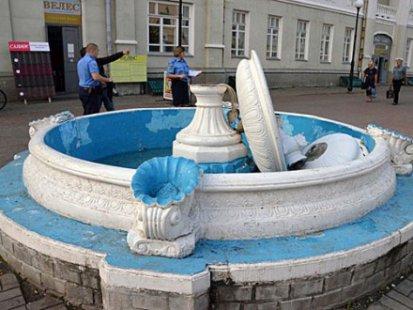 НаСумщине мужчина разрушил фонтан, делая селфи