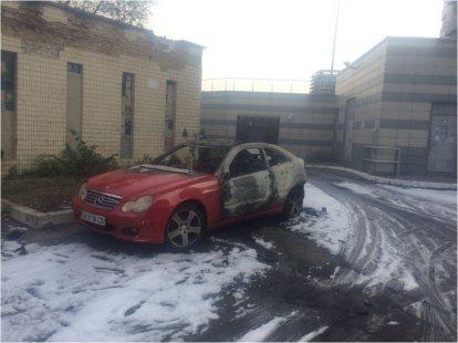 Авто молодой супруги главы города Глухова превратили вгруду металла