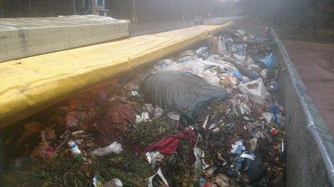 ВСумской области остановили два грузовика смусором иззападной Украины