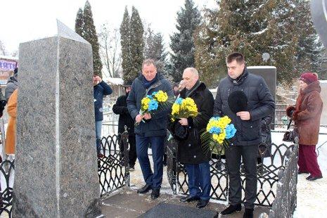 Огонь накамнях. ВМинске почтили память жертв Холокоста