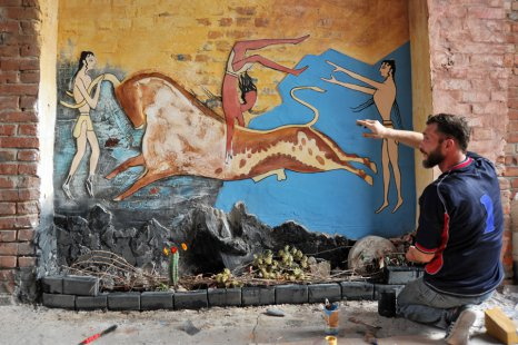 Выше скал может быть только наскальное искусство. Работа сумчанина Артема Водяника.