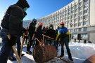 Отряд самообороны сумского Майдана бьет в бочки