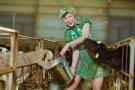 Губернаторский пресс-секретарь Любовь Карпенко в неожиданном образе труженицы сельского хозяйства